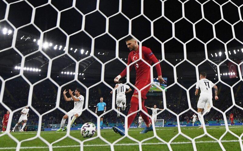 Italija sutriuškino Turkiją